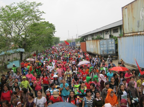 Women garment workers shut down Nusantara Bonded Industrial Zone (KBN) cakung, North Jakarta, 31.10.