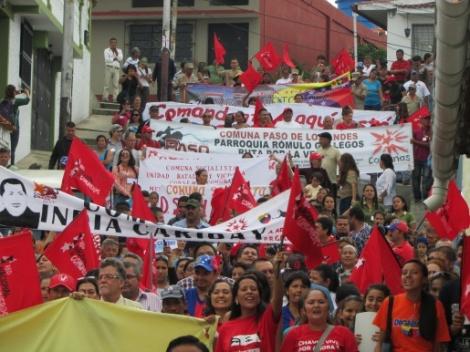 """Pada 24-25 Mei 2014, lebih dari 600 aktivis komunitas mewakili puluhan komunitas di negara bagian Mérida di Andes Venezuela bertemu untuk membangun ikatan yang lebih kuat antar mereka dan memajukan gerakannya untuk produksi dan organisasi komunitas mandiri, yang mereka sebut sebagai """"pemerintahan rakyat mandiri""""."""